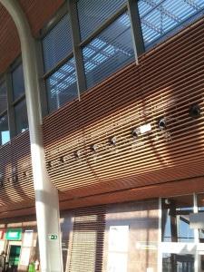 Canons KAM-D cachés parmis les lattes de bois, projet d'aéroport